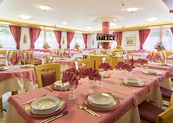 3 stars Hotels in Canazei (***) in Canazei. The restaurant offers typical cuisine of the