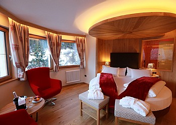 4 stars Hotels in Canazei (****) in Canazei - Suite - Photo ID 174